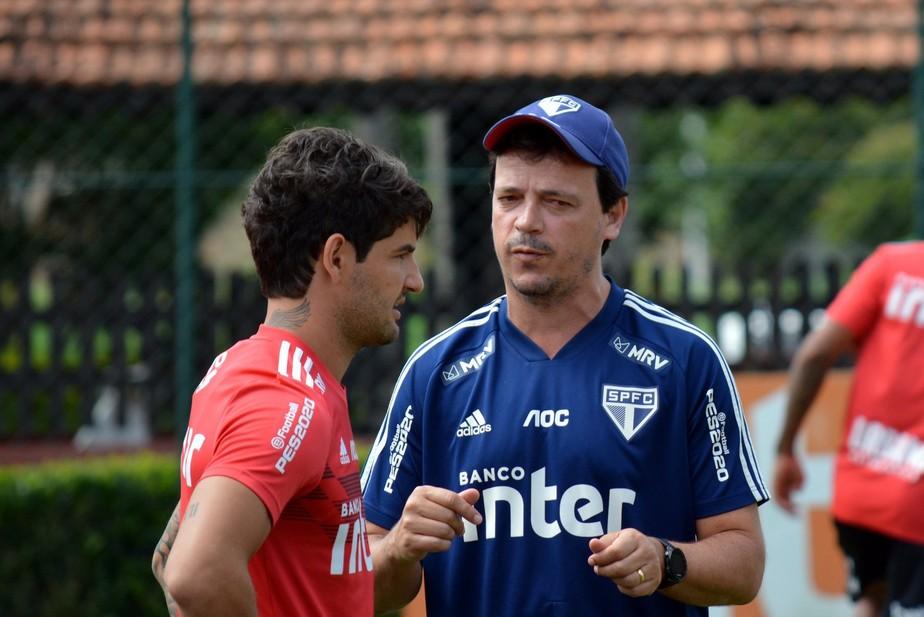 Fernando Diniz conta com Pato no São Paulo e espera reviravolta do atacante:
