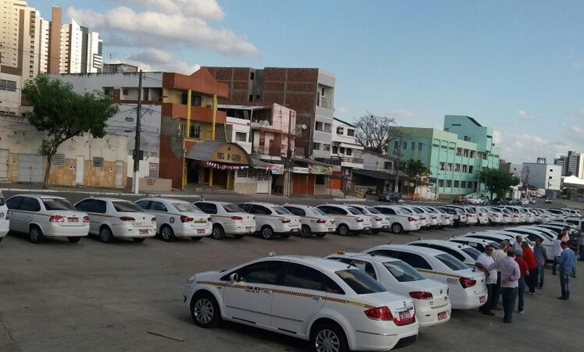 Taxistas fazem ato na PB a favor do projeto que regulamenta apps como Uber