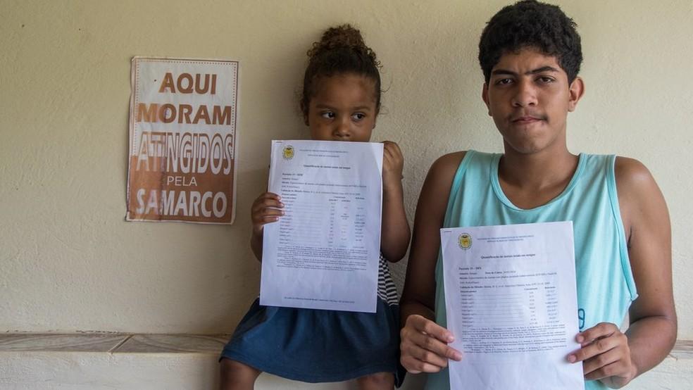 Tanto Sofya quanto o irmão, Davidy, estão intoxicados por metais pesados — Foto: Tainara Torres/BBC Brasil