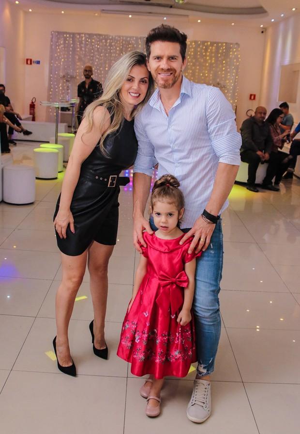 Maicon com a família (Foto: Thiago Duran/AgNews)