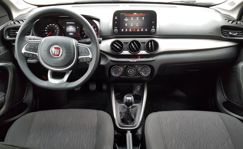 Interior do Fiat Cronos 1.3 Drive com câmbio manual (Foto: Peter Fussy/G1)