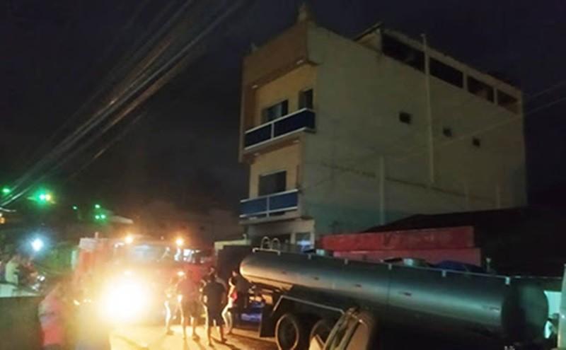 Incêndio é registrado em garagem de  prédio em Vertentes