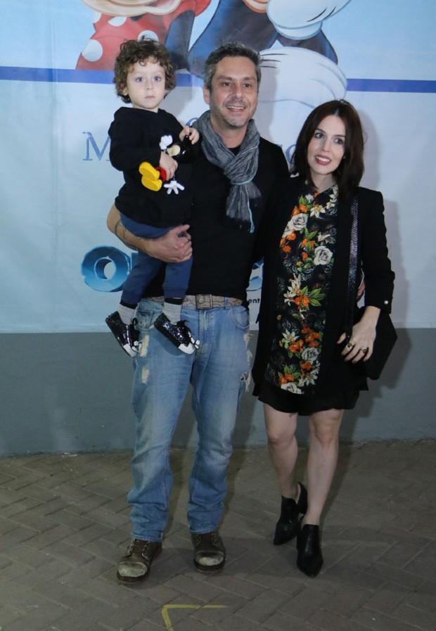 Karen Brusttolin e Alexandre Nero com Noa (Foto: Daniel Pinheiro/AgNews)