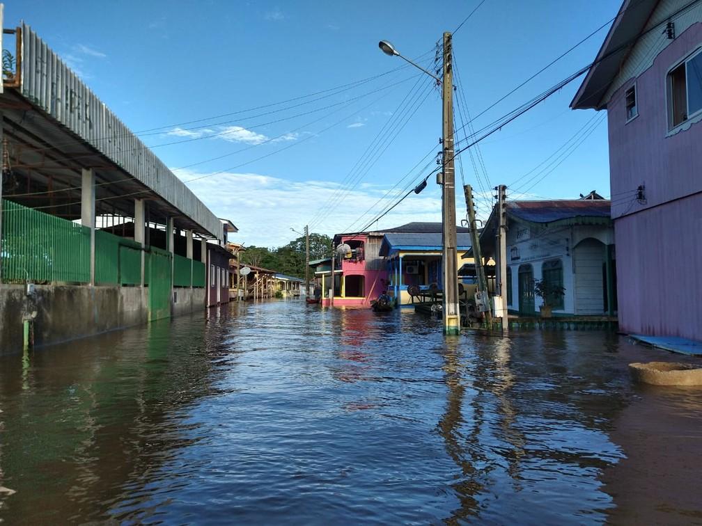 As ruas da cidade de Anamã foram totalmente atingidas pela cheia dos rios. — Foto: Paulo Frazão/Rede Amazônica