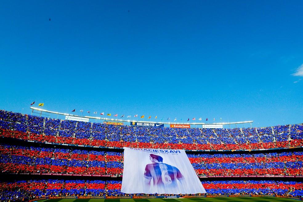 Homenagem da torcida do Barcelona na despedida de Xavi, em maio de 2015 — Foto: Getty Images