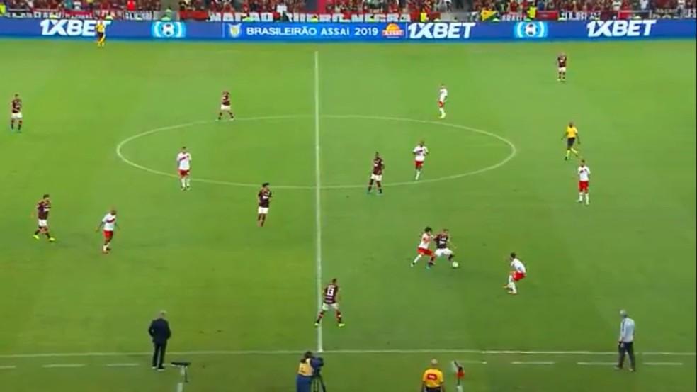 Com drible em Nonato, Ribeiro desmonta segunda linha de quatro e abre defesa do Inter — Foto: Reprodução