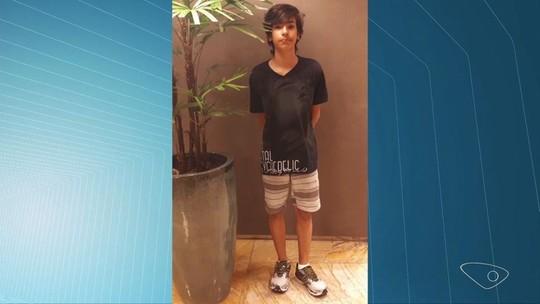 Menino de 13 anos morre após sentir dores de cabeça e família acusa negligência em socorro