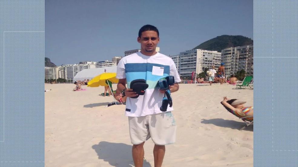 Lucas foi atingido na perna no Santo Cristo — Foto: Reprodução/TV Globo