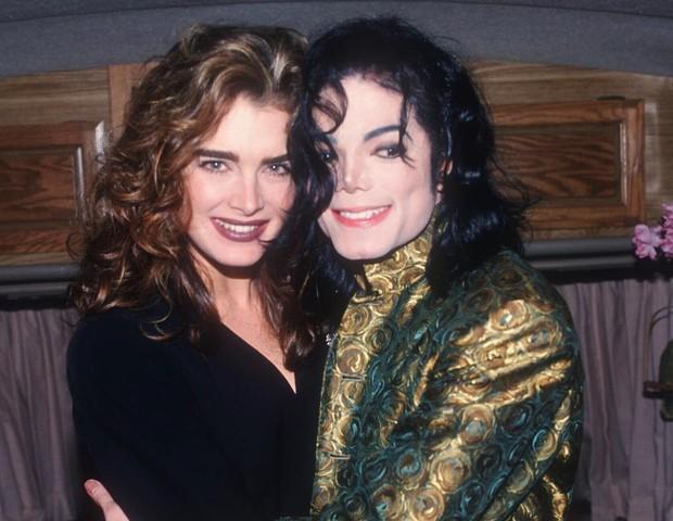 """Brooke Shields presta homenagem a Michael Jackson: """"Saudades ..."""