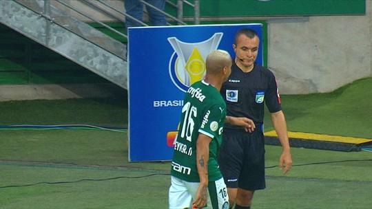"""Geninho reitera boa atuação e chama responsabilidade por derrota: """"Sempre do treinador"""""""