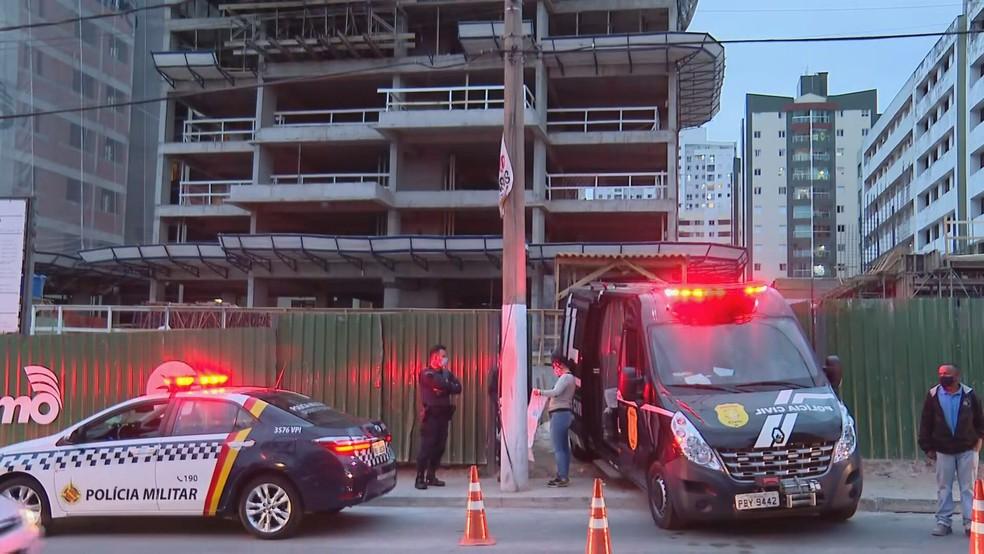 Canteiro de obras onde homem morreu após ser atingido por barra de ferro no DF — Foto: TV Globo/Reprodução