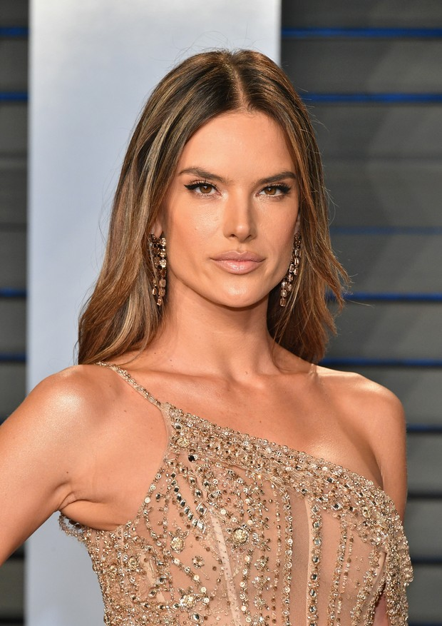 BEVERLY HILLS, CA - MARCH 04:  Alessandra Ambrosio attends the 2018 Vanity Fair Oscar Party hosted by Radhika Jones at Wallis Annenberg Center for the Performing Arts on March 4, 2018 in Beverly Hills, California.  (Photo by Dia Dipasupil/Getty Images) (Foto: Getty Images)