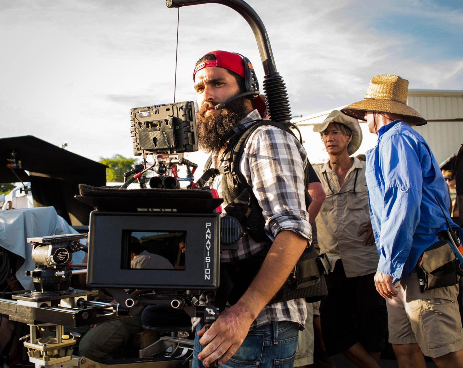 Jordan Vogt-Roberts no set de 'Kong' (Foto: Reprodução / Redes Sociais)