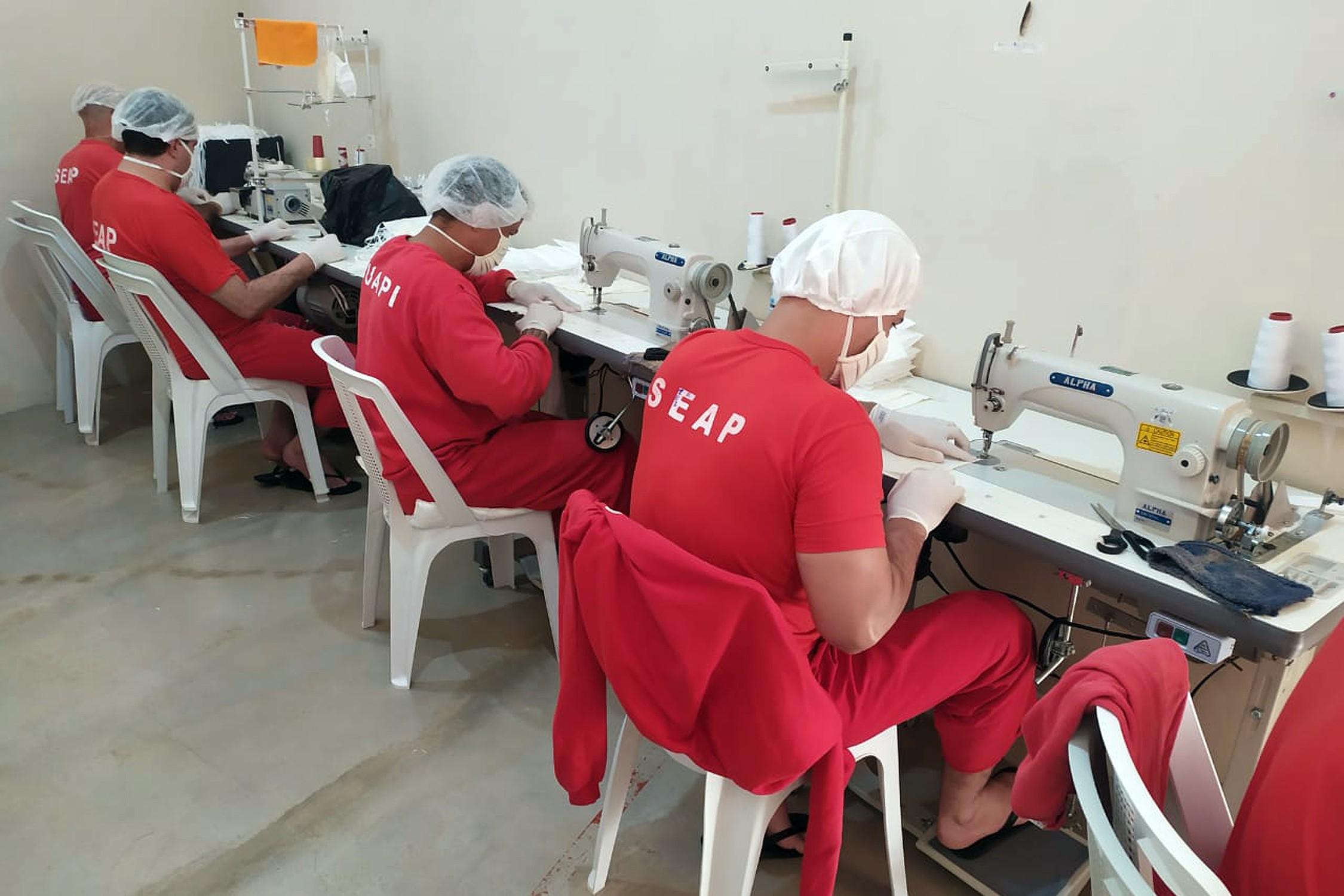 Detentos produzem mais de 20 mil máscaras para doar ao setor de saúde de Carmo do Paranaíba