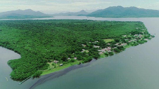 Contato com a natureza e calmaria: conheça a pequena e encantadora Ilha Rasa, localizada em Guaraqueçaba