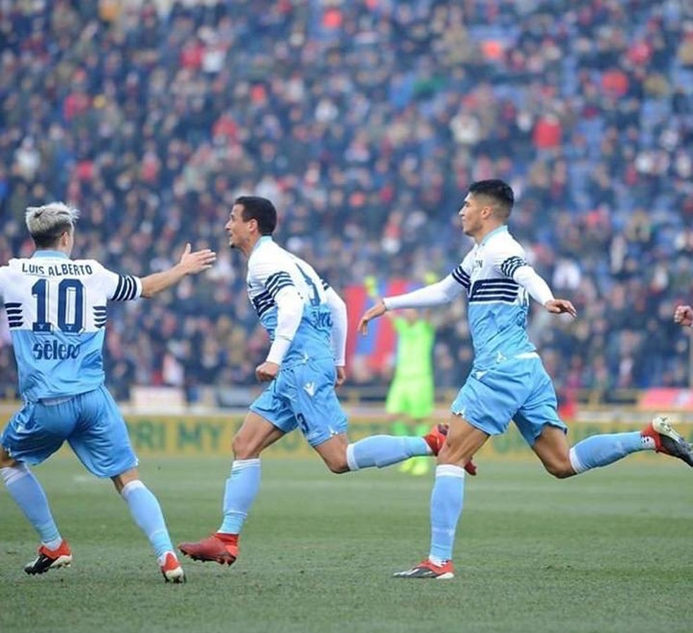 Brasileiro Luiz Felipe Ramos celebra primeiro gol com a ...