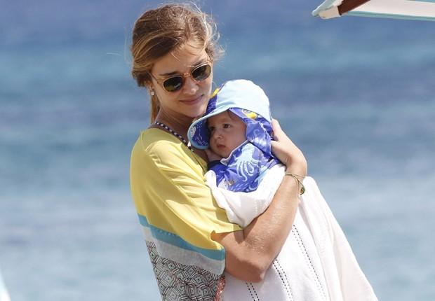 Ana Beatriz Barros e o pequeno Karim (Foto: Grosby Group)