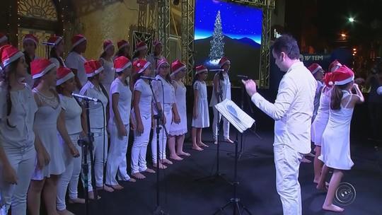 Vozes de Natal emociona público em Itapetininga