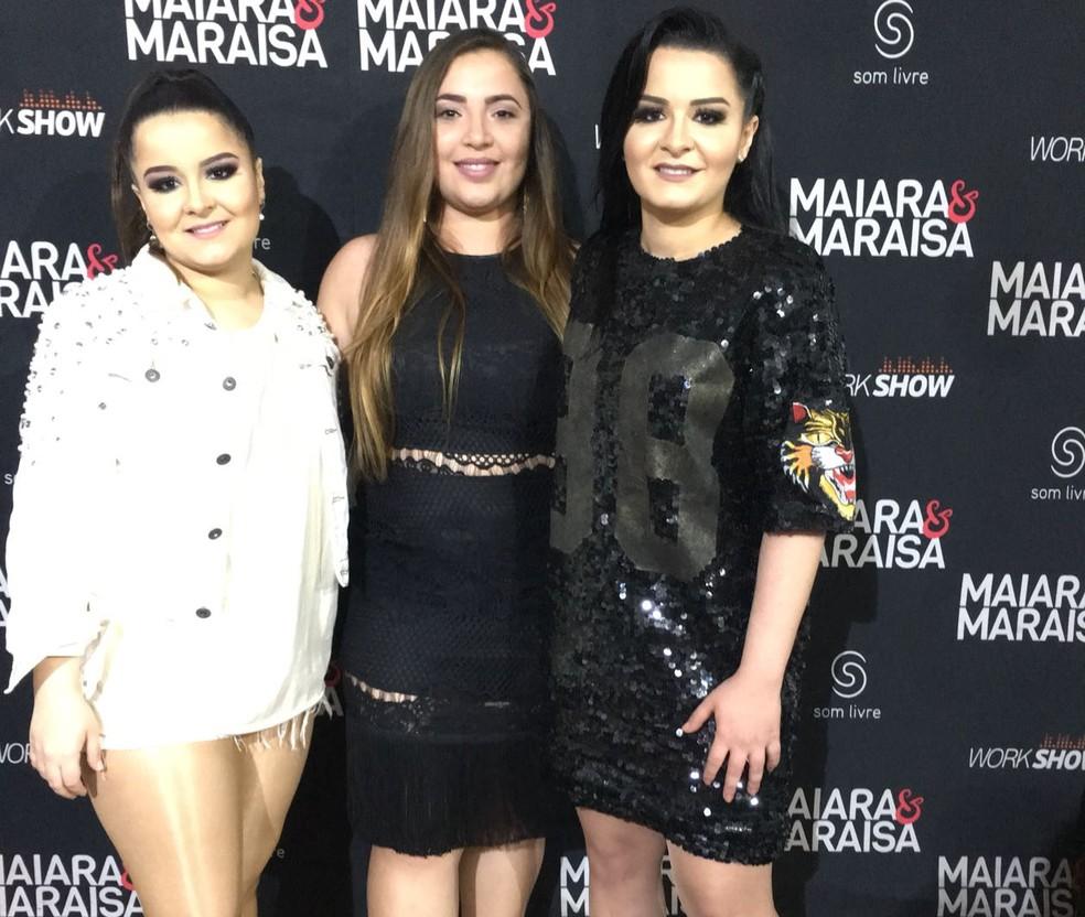 Tatiane Amaral com as cantoras no Camarim (Foto: Arquivo Pessoal)