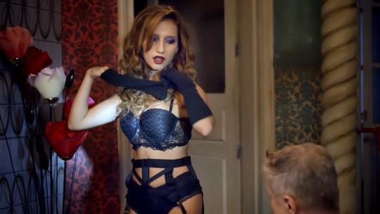 Striptease de Abigail e pastelaria funerária! Veja o que rolou no segundo episódio de 'Pé na Cova'