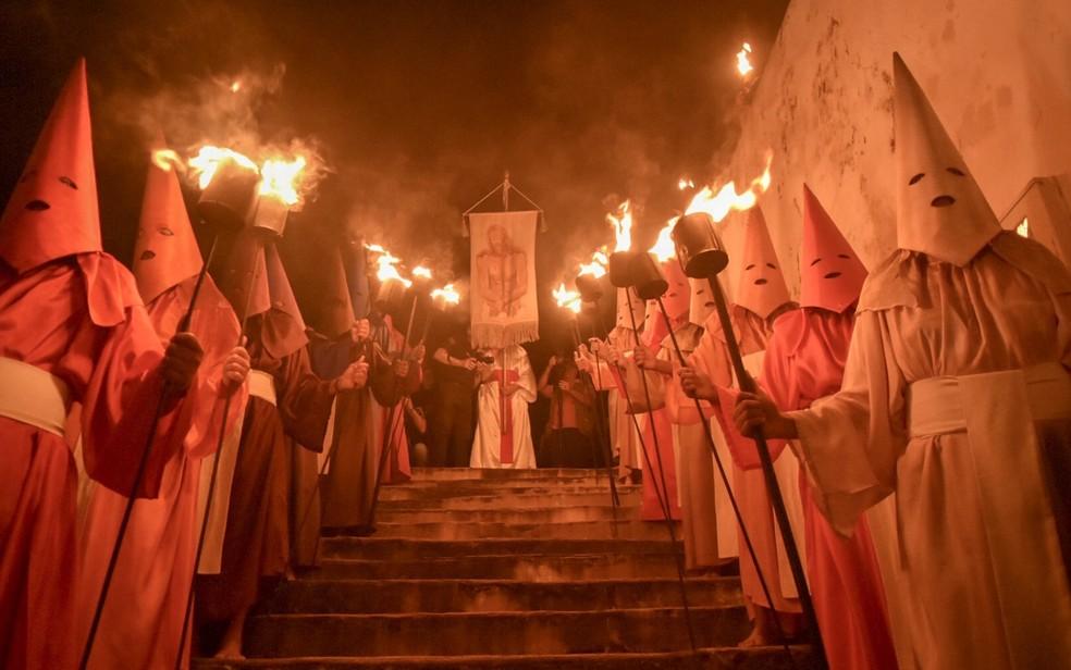 Estandarte representa o momento da prisão de Jesus Cristo pelos farricocos — Foto: Vitor Santana/G1