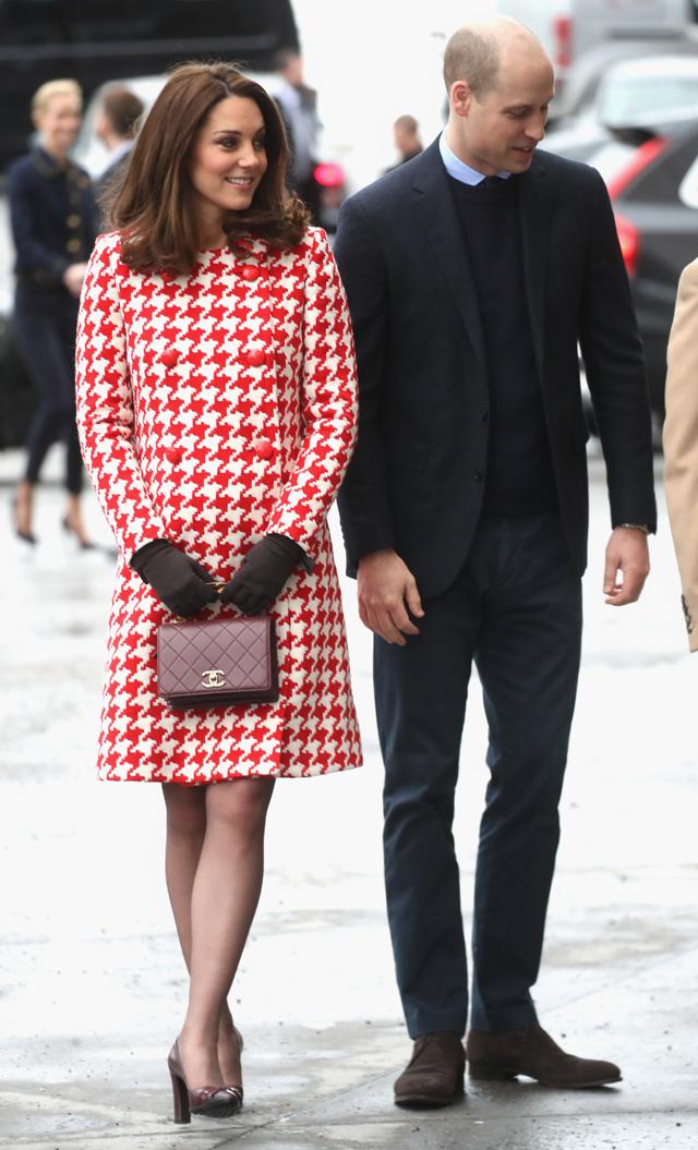 Kate Middleton com um belísimo Catherine Walker em visita a Estocolmo em janeiro de 2018 (Foto: Getty Images)