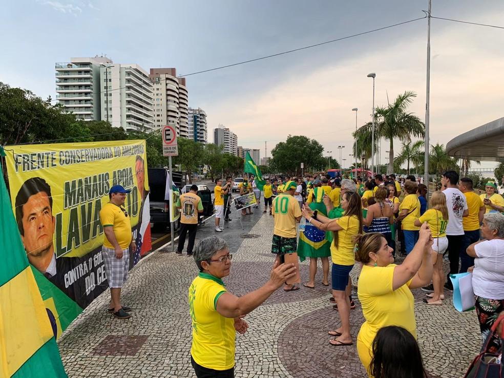 Manifestantes fazem ato a favor da Lava Jato e contra a lei de abuso de autoridade em Manaus — Foto: Patrick Marques/G1 AM