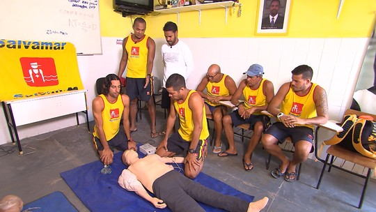 Pablo Vasconcelos confere de perto um dia de treinamento dos salva-vidas