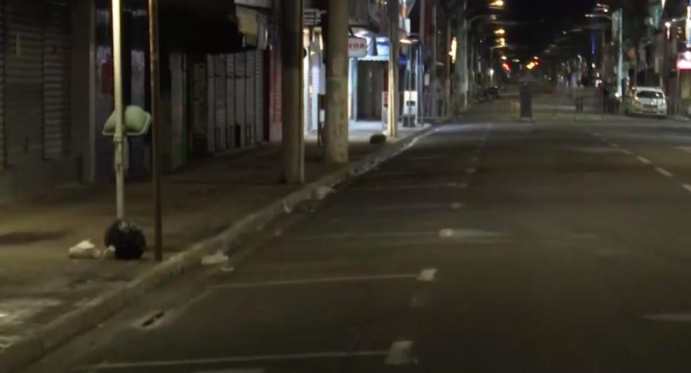 Rua de Itabuna vazia quando prefeitura da cidade do sul da Bahia decretou toque de recolher em 2020 — Foto: Reprodução/TV Santa Cruz