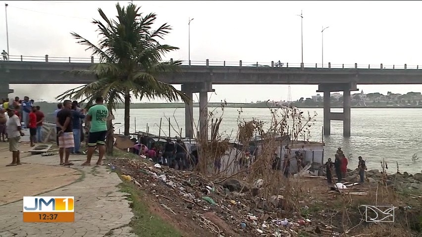 Operação remove barracos construídos irregularmente abaixo da ponte José Sarney, em São Luís