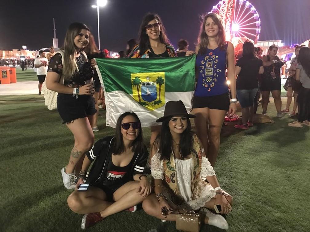 Amigas exibem bandeira do Rio Grande do Norte no Rock in Rio (Foto: Káthia Mello/G1)