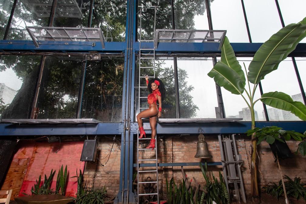 Cíntia Mello é rainha de bateria da Acadêmicos do Tucuruvi — Foto: Celso Tavares/G1