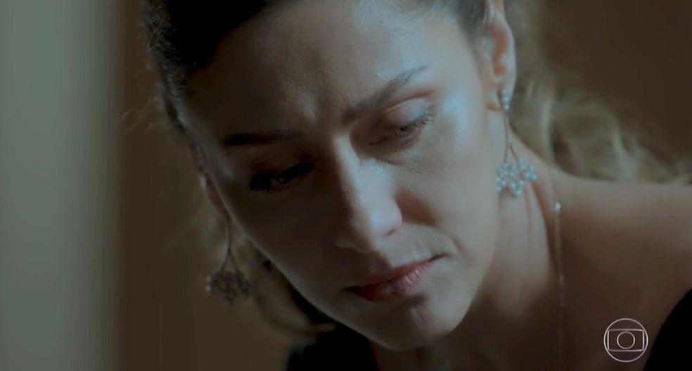 Em 'A Força do Querer', Joyce (Maria Fernanda Cândido) ainda sofre com a traição do marido — Foto: Globo