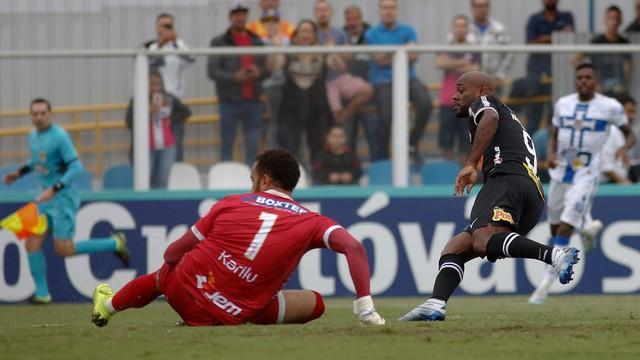 Vagner Love abriu o placar para o Corinthians