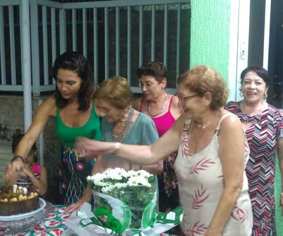 Comemoração dos 103 anos de Dona Pina — Foto: Arquivo Pessoal