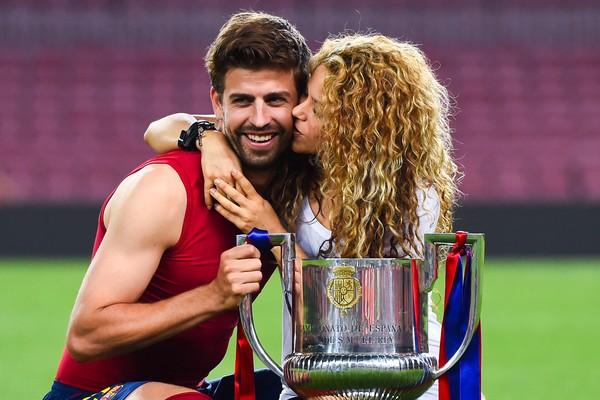 A cantora Shakira com o marido, o jogador de futebol Piqué (Foto: Getty Images)