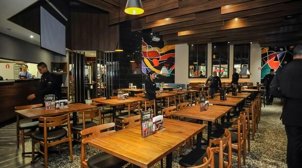 Restaurante Kharina conta até hoje com pratos inspirados na cultura norte-americana dos anos 70. (Foto: Divulgação)