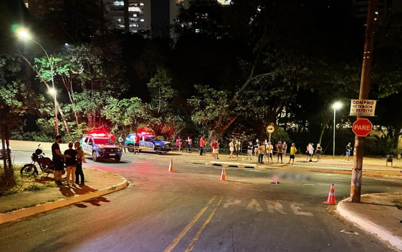 Jovem que andava de patins morre atropelado no Jardim Goiás, em Goiânia
