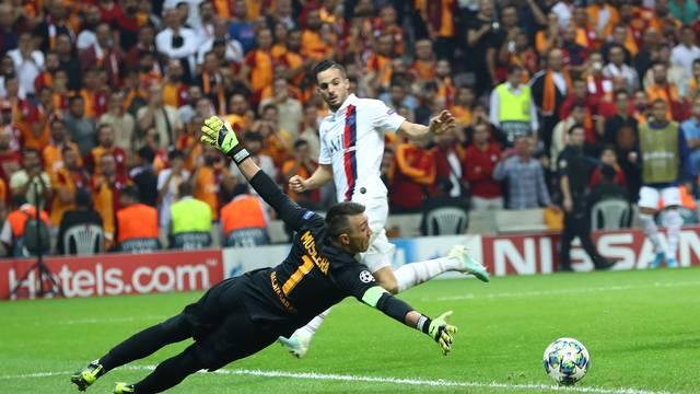 Goleiro Muslera em ação no Galatasaray x PSG