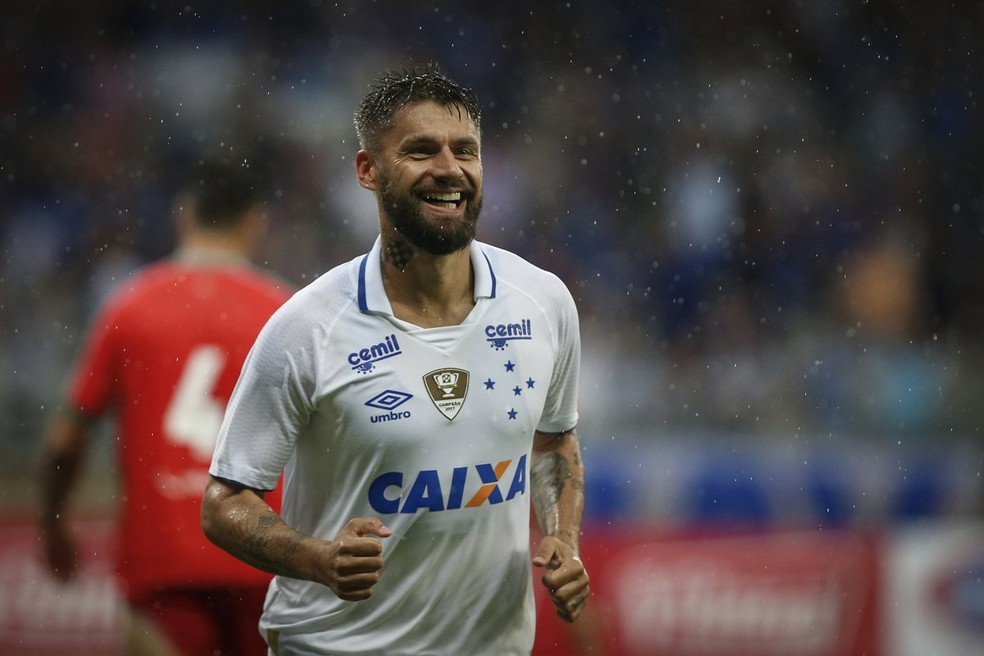 Direção aguarda rescisão de Sobis com o Cruzeiro — Foto: Agência I7/Mineirão