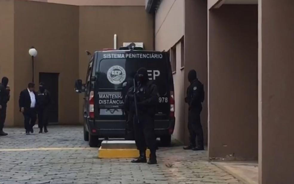 João de Deus chega à sede do Ministério Público de Goiás para prestar depoimento, em Goiânia — Foto: Fábio Castro/ TV Globo