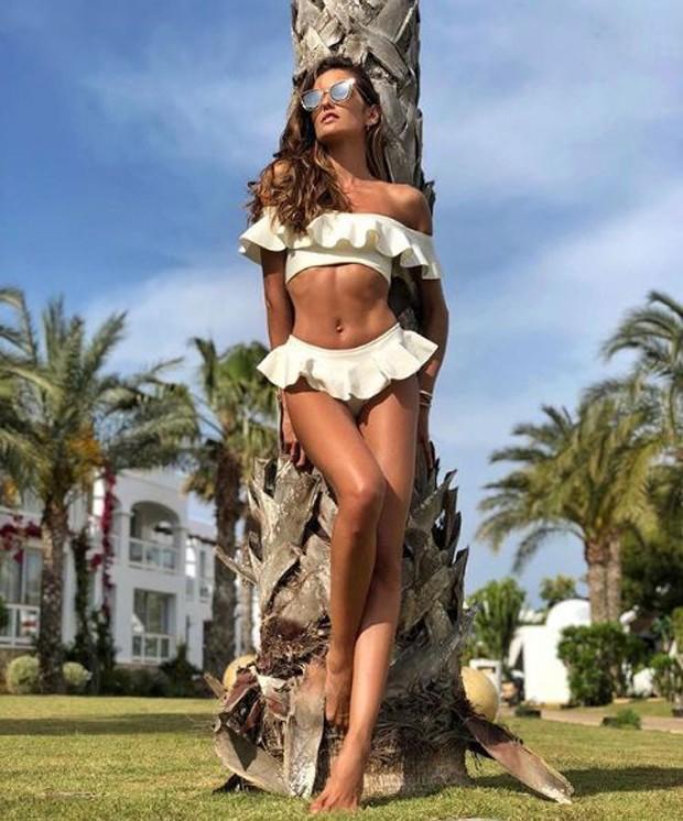 Izabel Goulart exibindo o seu corpo impecável em Ibiza (Foto: Reprodução/Instagram)