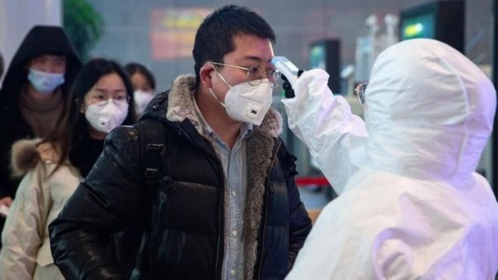 Quase 3 mil casos do novo coronavírus já foram confirmados, a maioria deles na China — Foto: EPA