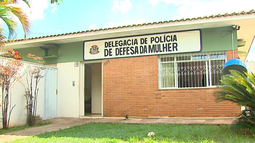Jovem de 18 anos é presa em Araraquara por injúria racial a funcionária de hotel - Notícias - Plantão Diário