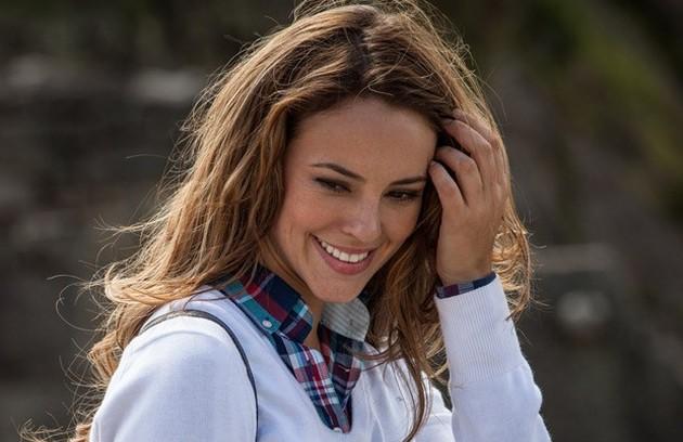 No ar em 'Amor à vida', Paolla Oliveira vive Paloma, uma médica que procura a filha desaparecida (Foto: Divulgação/TV Globo)