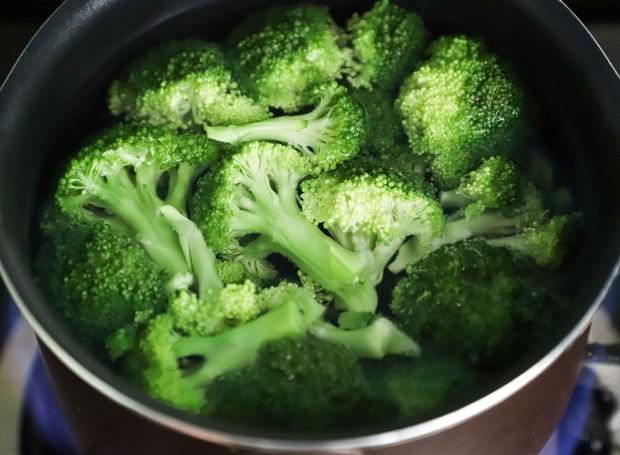 O brócolis é rico em vitamina C, importante para o sistema imunológico (Foto: Buenosia Carol/Pexels)