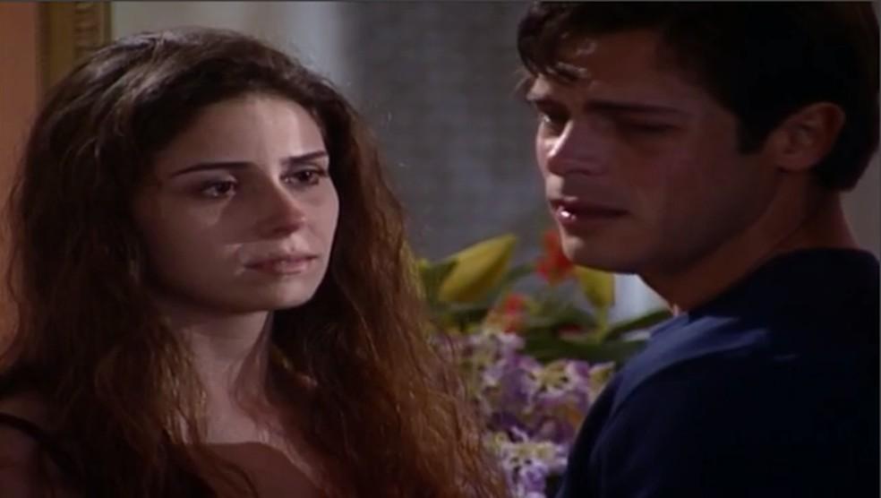 Em 'Laços de Família', Capitu (Giovanna Antonelli) revela a Fred (Luigi Baricelli) que é garota de programa — Foto: TV Globo
