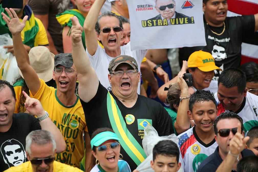 Público chega para posse de Bolsonaro, em Brasília — Foto: Sergio Moraes/Reuters