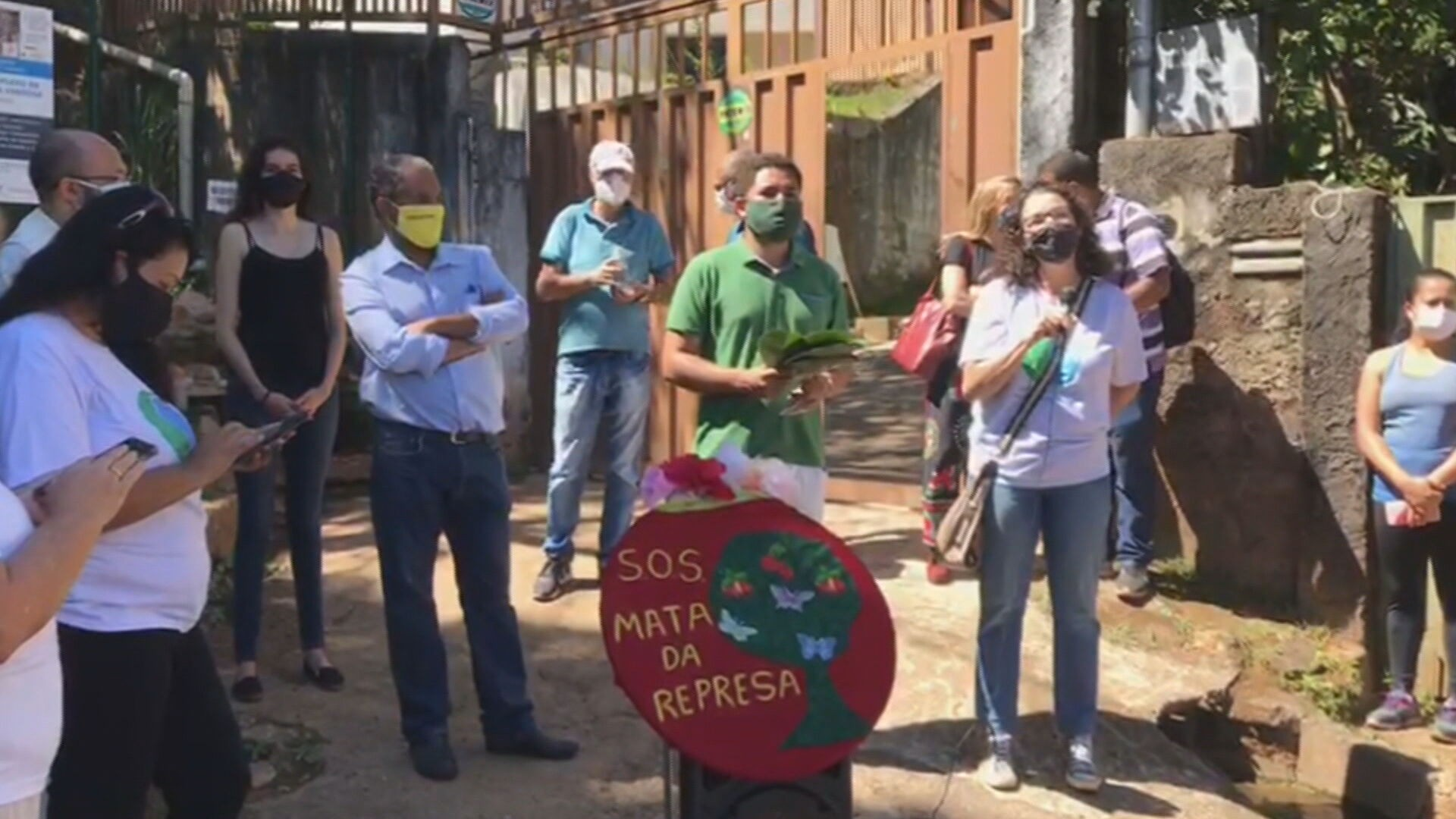 Moradores protestam contra construção de empreendimento imobiliário no bairro Havaí, em BH