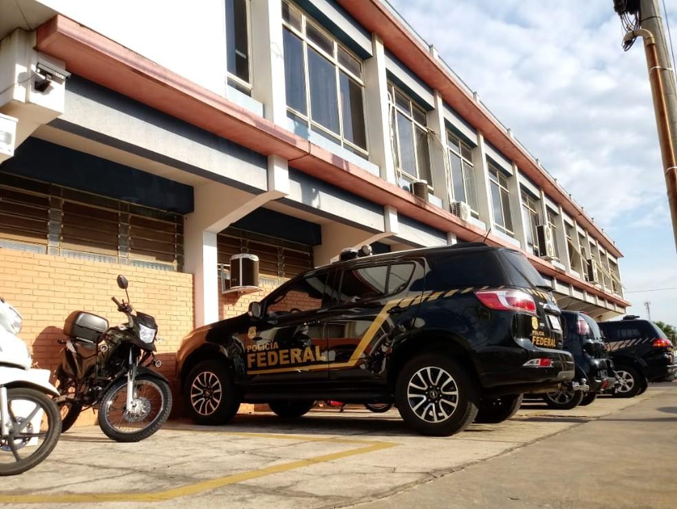 Mandados também são cumpridos no setor de licitações da prefeitura de Marília  — Foto: Claudio Farneres / TV TEM